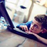 L'isolamento sociale dell'hikikomori: adolescenti volontariamente reclusi ed incollati davanti gli schermi di un computer